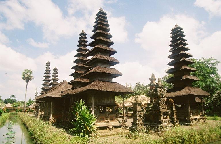 mengwi.pagodas