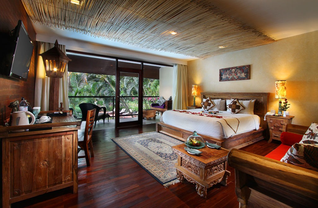 Pool-View-Suite-Bedroom