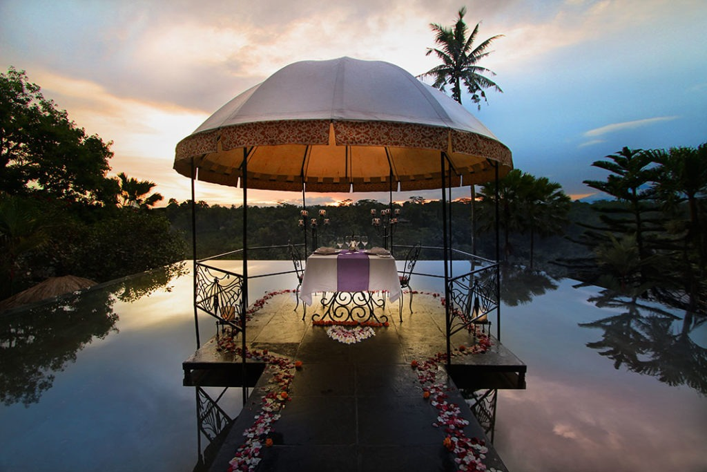 Lobby-Pond-(2)---Romantic-Dinner