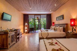 Deluxe-Grande-Bedroom